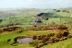 lush-green-countryside-english-lake-district-24730464